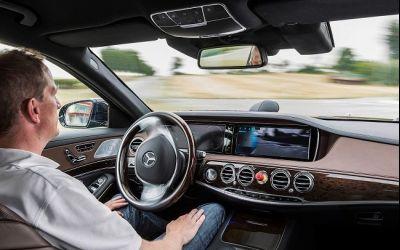 Apple și Google, posibili parteneri pentru Mercede-Benz