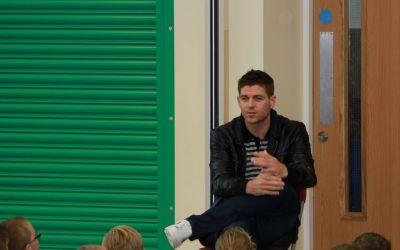 Steven Gerrard a dezvăluit că regretă că a neglijat școala în favoarea fotbalului
