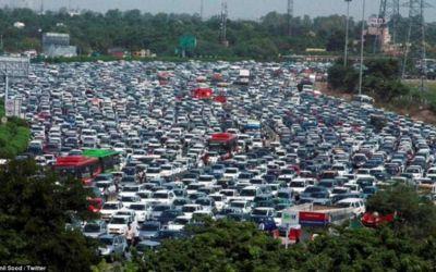 Imaginea zilei: ambuteiaj pe 26 de benzi în India