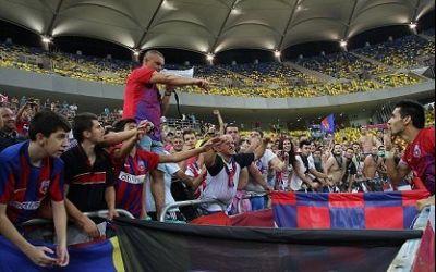 Aproximativ 900-1.000 de suporteri stelisti au manifestat în fața Stadionului Ghencea