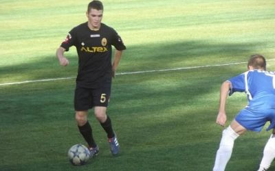 Problemele din fotbalul românesc i-au făcut să se reprofileze. Trecerea de la fotbalist la jandarm sau însoțitor de bord