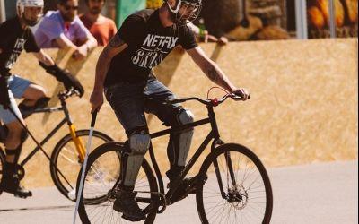 Reportaj / De vorbă cu Alex Trandafira despre bike polo, sportul oamenilor liberi și al McGiver-ilor