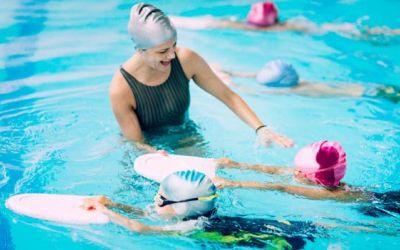 Studiu / Copiii care înoată de la vârste mici își dezvoltă mai multe abilități fizice și mentale