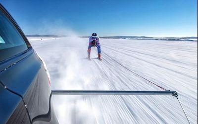 VIDEO / Un experiment extrem: record mondial de viteză pe schiuri