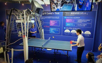 VIDEO / Masa de tenis robotizată care anticipează mișcările fiecărui jucător de tenis de masă