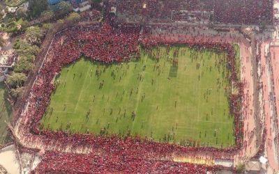 VIDEO / Atmosferă spectaculoasă la antrenamentul lui Al Ahly: mii de oameni au invadat terenul