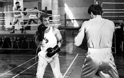 Jean-Paul Belmondo între actorie și sport: Portretul unui actor șarmant cu aptitudini sportive de invidiat