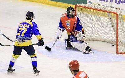 Corona Brașov a câștigat clar două meciuri cu Dunărea Galați
