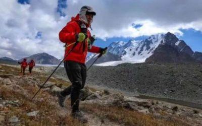 Provocare inedită: un atlet chinez va alerga de la Polul Nord la Polul Sud