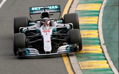 Lewis Hamilton obține primul pole-position al sezonului