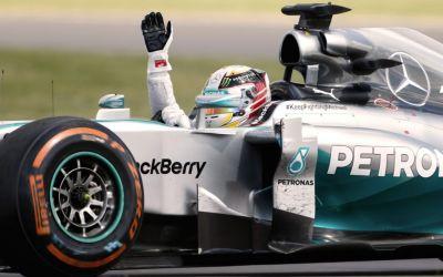 Spectacol în Baku. Lewis Hamilton, câștigător în Azerbaidjan și preia șefia la general