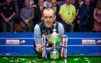 Mark Williams a câștigat al treilea titlu de campion mondial la snooker și a venit dezbrăcat la conferința de presă
