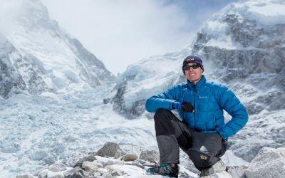 De la un gât rup la record mondial în alpinism: australianul Steve Plain