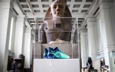 Muzeele atrag turiștii prin fotbal, cu ghetele lui Salah sau statuia lui Mbappe