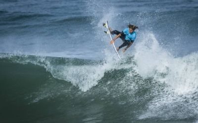 VIDEO / Zahli Kelly, un fenomen al surfingului la 14 ani