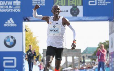 Eliud Kipchoge a stabilit un nou record în proba de 42 de kilometri