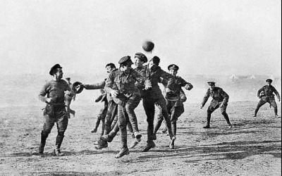 Special de Crăciun/ Ziua în care soldații de pe Frontul de Vest din Germania au lăsat armele jos și au jucat fotbal