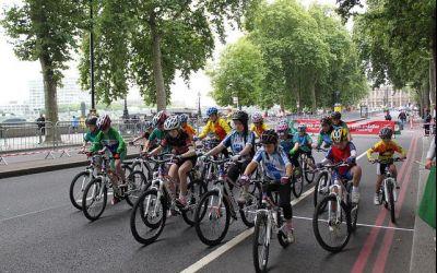 Autoritățile britanice investesc peste 20 de milioane de euro în programe pentru popularizarea mersului pe bicicletă