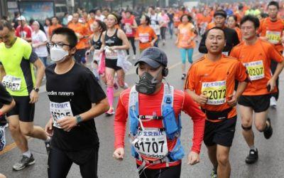 Federația Internațională de Atletism se gândește să nu mai organizeze competiții în orașele poluate
