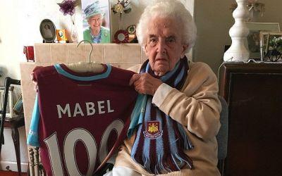 S-a stins cel mai vârstnic fan West Ham, Mabel Arnold, de 102 ani
