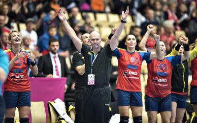 Antrenorul Tomas Ryde și handbalista Nora Mork au semnat cu CSM București