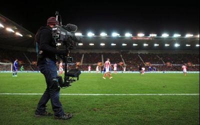 Ani grei de închisoare pentru trei bărbați care au transmis ilegal meciuri din Premier League