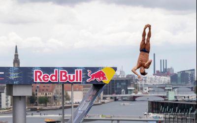 Constantin Popovici a câştigat a doua etapă din Red Bull Cliff Diving