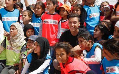Mesut Ozil, campionul carității. A plătit operațiile a 219 copii