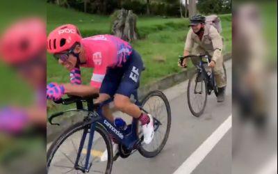 VIDEO / Ciclistul Rigoberto Uran, urmărit de un fermier pe bicicletă