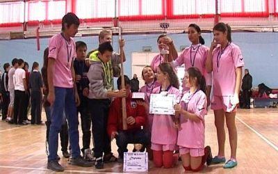 """Fetele au jucat oină la """"Cupa Sărbătorilor de Iarnă 2012"""""""