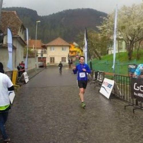 """Povestea semimaratonului Brașov: aer tare la urcare, frâne bune până-n """"zid"""" și satisfacție garantată"""