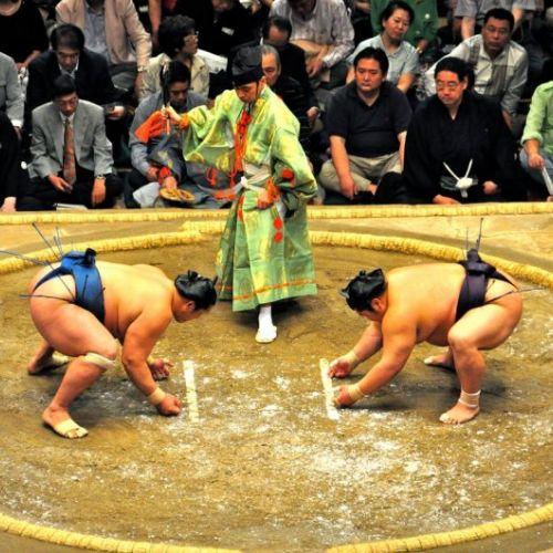 Sumo, un sport care îmbină onoarea și îndemânarea