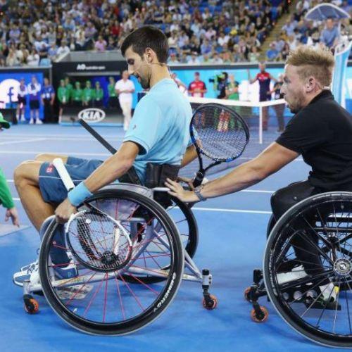 VIDEO / Momente distractive alături de Novak Djokovic la un meci în scaun rulant