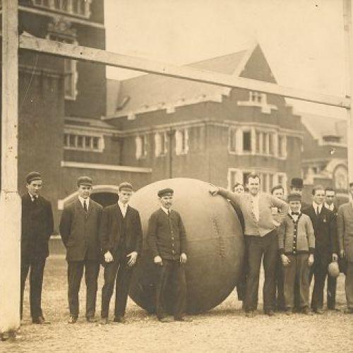 Istoria uitată a pushball-ului, un sport inventat în America