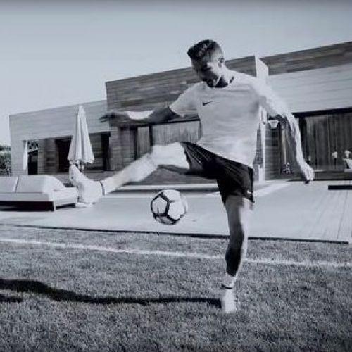 VIDEO / Cristiano Ronaldo freestyler în grădina casei sale din Madrid