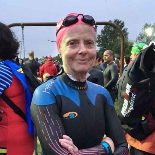 Povestea lui Cheryl Weill, triatlonista care a învățat să înoate la 60 de ani