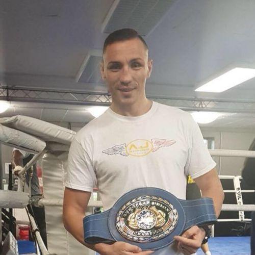 Interviu exclusiv cu boxerul Alexandru Jur: M-am apucat de box ca să slăbesc și am ajuns campion european