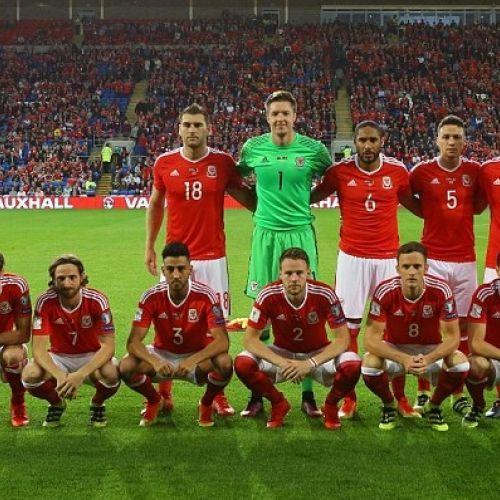 FOTOGALERIE / Curioasele așezări ale naționalei galeze de fotbal înainte de meciuri
