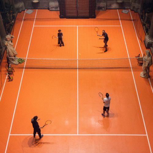 Inedit/ Un teren de tenis a fost instalat într-o biserică din Milano