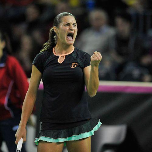 Fantastic! Monica Niculescu câștigă bătălia epică cu Șarapova și trece în turul secund la Doha
