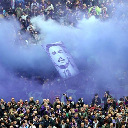 FOTOGALERIE / Scenografie emoționantă la comemorarea lui Davide Astrori la Firenze