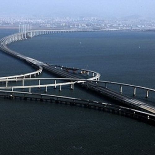 VIDEO / Bucuria șoferilor din China. A fost inaugurat cel mai lung pod maritim din lume