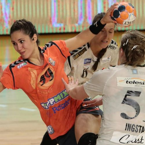 Gabriela Perianu şi Denisa Dedu au câştigat Cupa EHF cu Siofok