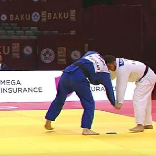 VIDEO Inedit / Un judokaa fost descalificat după ce i-a căzut telefonul pe tatami