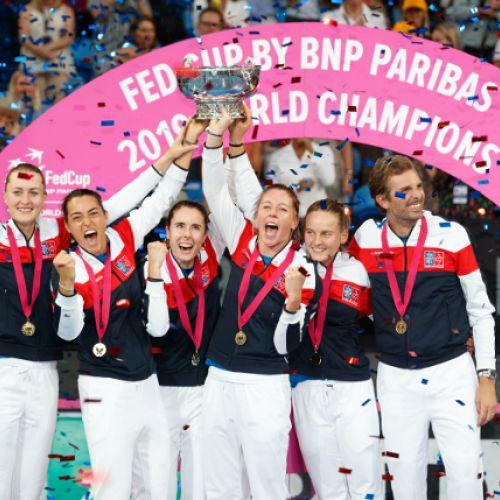 Franța a câștigat trofeul Fed Cup, cu Mladenovic în zi mare