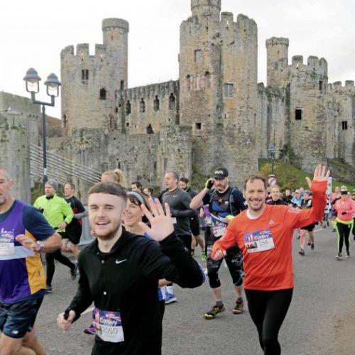 Inedit / Concurenţii unui semimaraton în Țara Galilor, descalificaţi dacă au lăsat gunoaie pe traseu