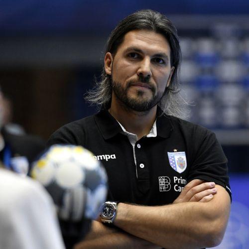 Echipa de handbal feminin CSM București i-a prelungit contractul antrenorului Adrian Vasile