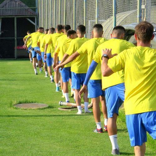 Paradoxul fotbalului românesc. Fotbaliștii nu mai rezistă în cantonament, dar se plictiseau și acasă