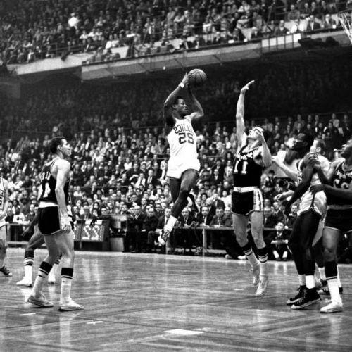 VIDEO / KC Jones, de 12 ori campion în NBA, s-a stins